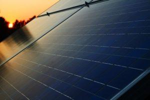 panel-solar-fotovoltaica-atardecer